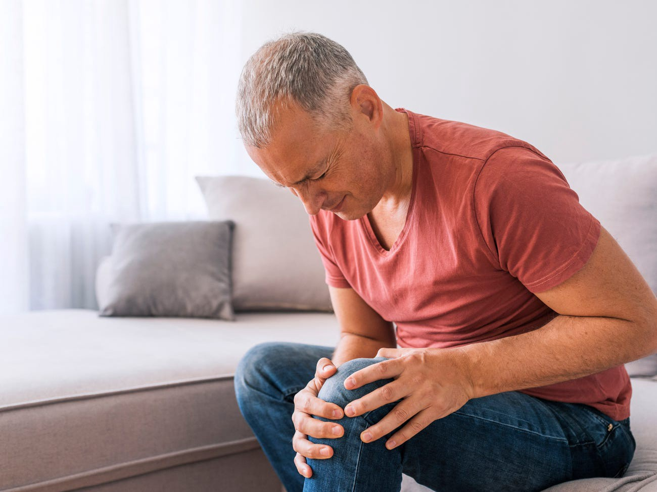بیماری نقرس چیست؟ + علائم، تشخیص و درمان آن