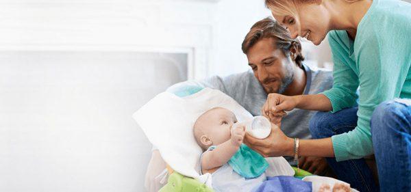 علت مالیدن چشم در نوزادان چیست و چگونه می توان از انجام این کار جلوگیری کرد؟