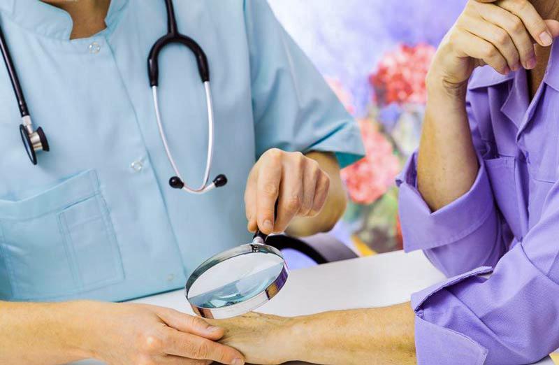 ۱۳ درمان خانگی برای از بین بردن غدد زیر بغل