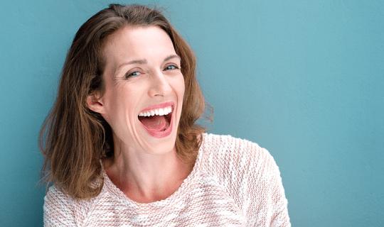 برای سفید کردن دندانها بلیچینگ روش مناسبی است؟ آیا عوارضی دارد؟