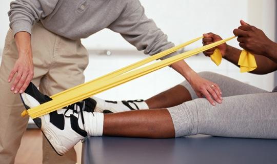 آیا بعد از باز کردن شکستگی یا پیچ خوردگی های شدید در برخی از نواحی بدن، انجام فیزیوتراپی الزامی است؟