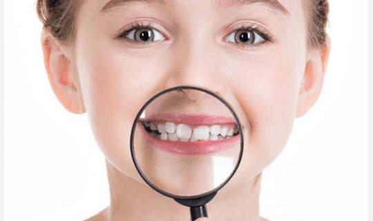 اگر دندان دائمی پشت دندان شیری رویش یابد چه باید کرد؟