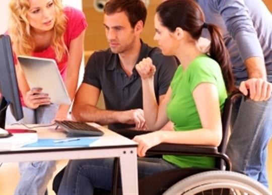 چرا خدمات رسانی به معلولان به آسانی انجام نمی شود؟